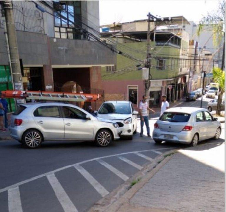 Após pedido de Moradores por semáforo ocorre outro acidente no cruzamento da Agripino Lima com Gonçalves da Guia